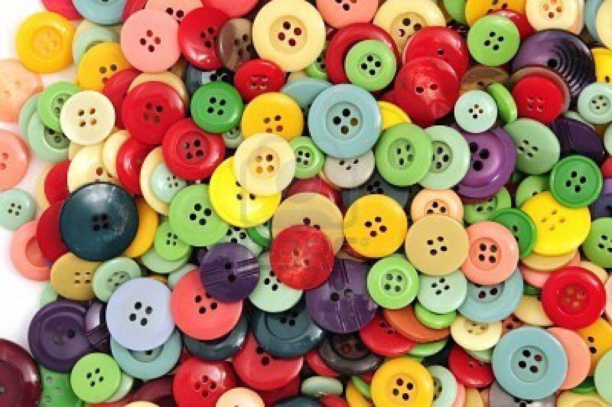 7221906-botones-de-muchos-colores-sobre-un-fondo-blanco
